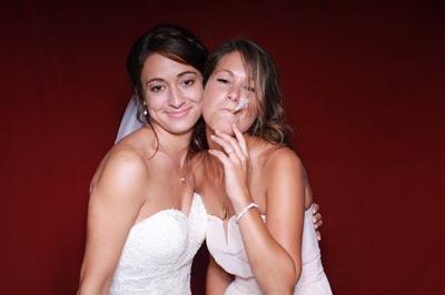 Fotobox mit der Brau und Brautjungfer